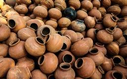 有全部的瓦器植物罐 免版税库存图片