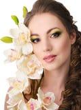 有兰花的美丽的妇女 库存图片