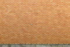 有具体基础的砖墙 免版税库存图片