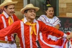 有典型的服装跳舞的人们, Bucay,厄瓜多尔 库存照片