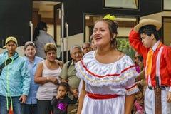 有典型的服装跳舞的人们, Bucay,厄瓜多尔 免版税库存图片