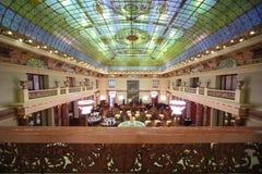 有典雅的内部的一家别致的餐馆 免版税库存图片