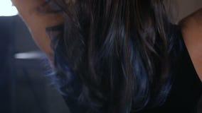 有典雅的发型定象头发的妇女 股票视频