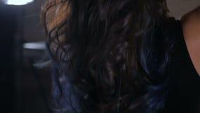 有典雅的发型定象头发的妇女 股票录像