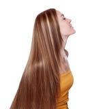 有典雅的长的发光的头发的美丽的少妇 免版税库存照片