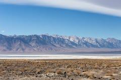 有内华达山山的盐Owens湖 库存图片
