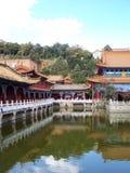 有内在湖的中国宫殿 免版税库存照片