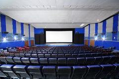 有内娃戏院蓝色位子的观众席  免版税库存图片