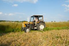 有农夫的拖拉机 免版税图库摄影