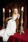 有冠和王位的自豪感华美的女王/王后 宫殿 免版税库存图片