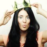 有冠的愉快的年轻可爱的妇女 免版税库存照片