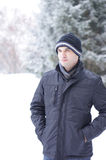 有冬天衣裳的人 免版税库存照片
