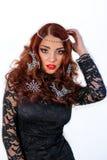 有冬天装饰的美丽的女孩在她的头发 免版税图库摄影