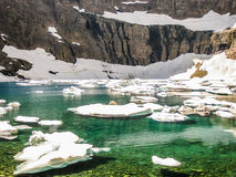 有冰山的Mountain湖,冰川国家公园,美国 库存照片