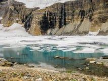 有冰山的Mountain湖,冰川国家公园,美国 免版税图库摄影