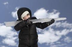 有冰步枪的年轻英俊的男孩 图库摄影