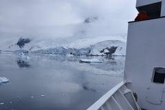 有冰的船 图库摄影