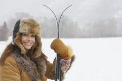 有冰滑雪的妇女 库存照片