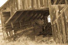 有准备好暗藏的珍宝的老谷仓崩溃2 免版税库存照片