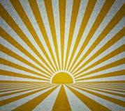 有减速火箭的太阳光芒的老难看的东西室 库存图片