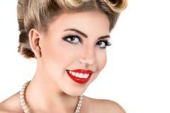 有减速火箭的构成的新白肤金发的妇女 免版税图库摄影