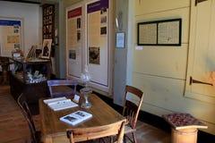 有几个项目的重要,斯塔尔克拉克罐子商店博物馆,墨西哥,纽约内部房间, 2016年 免版税库存照片