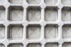有几何形状的白水泥墙壁作为背景 免版税库存图片