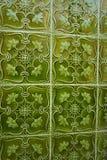 有凸面容量装饰品的绿色Azulejos瓦片 免版税库存图片
