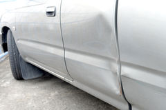 有凹痕的汽车 免版税库存图片