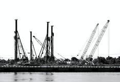 有凿岩机和起重机的建造场所 免版税库存照片