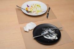 有刀子和叉子的03肮脏的板材 库存照片