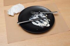 有刀子和叉子的04肮脏的板材 库存照片