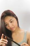 有刀子的亚洲妇女 免版税图库摄影