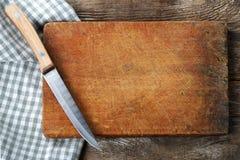 有刀子的切板 免版税库存照片