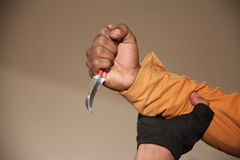 有刀子的手 图库摄影