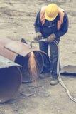 有切割吹管的3焊工工作者 免版税库存照片