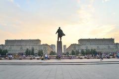 有列宁纪念碑的莫斯科广场在日落 免版税库存照片