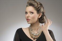 有创造性的发型的典雅的夫人 库存图片
