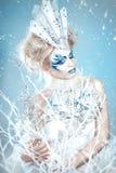 有创造性的美丽的女孩补偿新年 冬天画象 库存照片