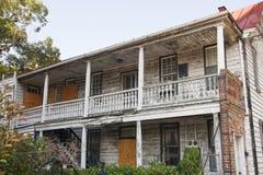 有削皮油漆的老被放弃的之家 图库摄影