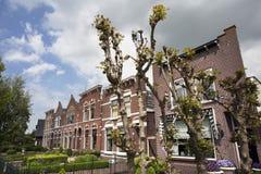 有前面庭院的历史的房子 库存照片