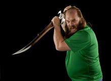 有剑的恼怒的有胡子的人 库存照片