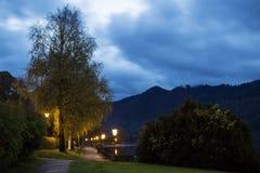 有剧烈的云彩的巴法力亚湖施利尔塞在晚上 免版税库存图片