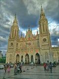 有剧烈的天空的教会 免版税库存照片