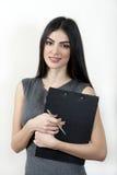 有剪贴板的女实业家 免版税图库摄影