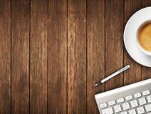 有办公室辅助部件和咖啡的书桌 免版税库存照片