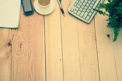 有办公室项目的企业工作场所 免版税库存图片