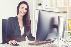 有动机的女实业家在工作 库存照片