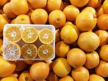 有包装的橙色肚脐市场的 图库摄影
