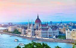 有匈牙利议会的全景在布达佩斯 免版税库存图片